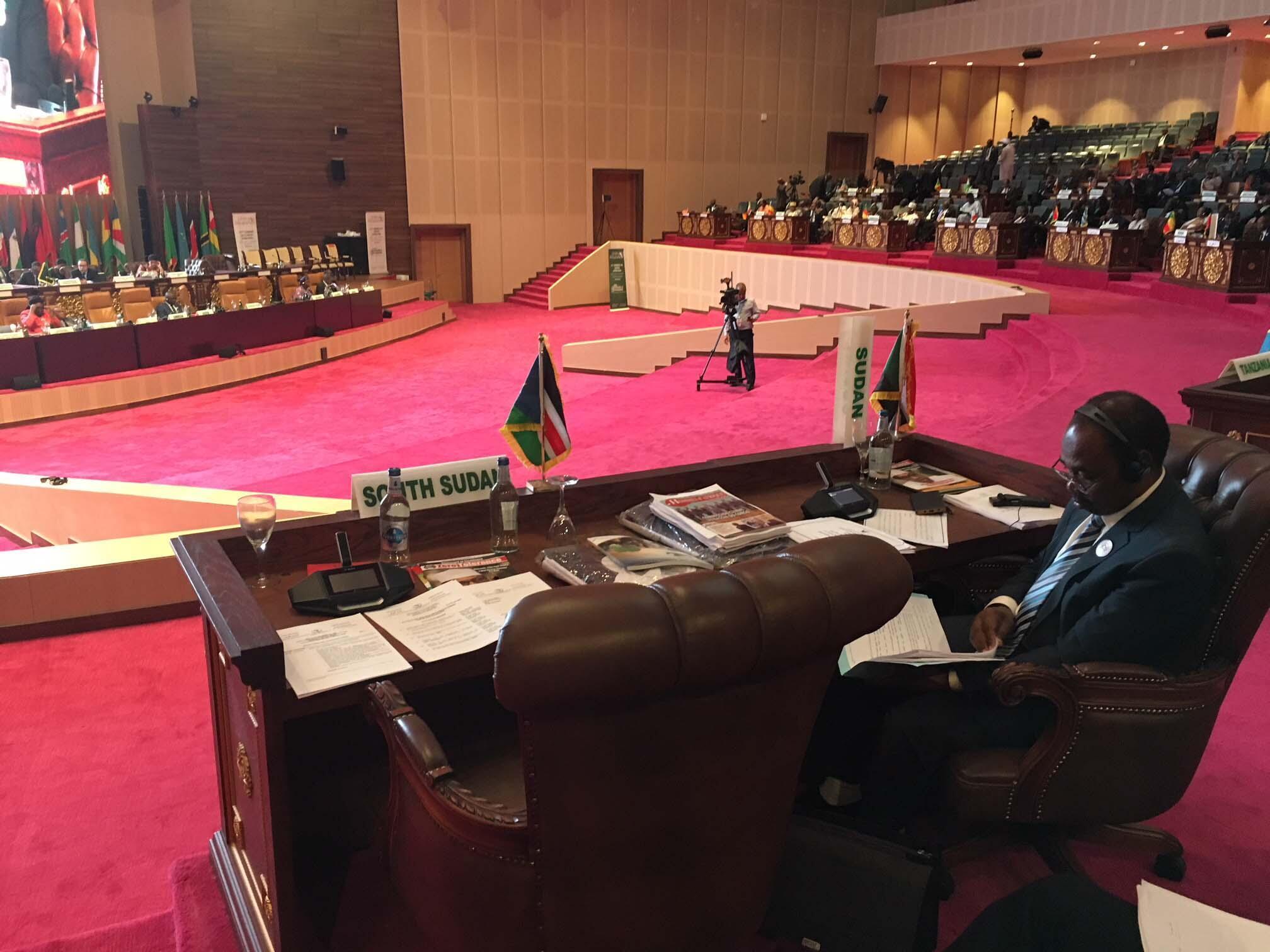 Au sommet de l'UA, le 2 juillet 2018, le siège du Soudan du Sud est resté vide à côté de celui du président soudanais, Omar el-Béchir.