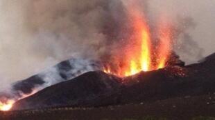 Vulcão do Fogo volta a aumentar