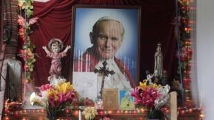 Jean-Paul II sera bientôt proclamé saint.