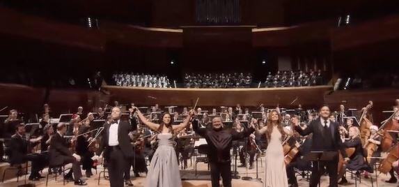 """法國音樂台舉行以""""百老彙""""為主題的巴黎聖誕音樂會"""