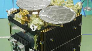 La sonde «Hayabusa-2» lors d'une présnetation à la presse par l'Agence spatiale japonaise (JAXA), à Sagamihara, près de Tokyo, le 31 août 2014.