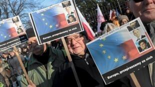 Manifestations du 23 janvier 2016 pour le respect de la démocratie. Les avocats eux aussi inquiets descendent régulièrement dans les rues de Varsovie.