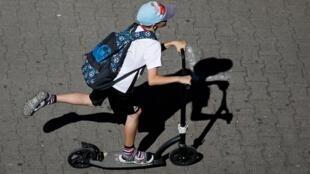 Os patinetes elétricos causam acidentes em Paris