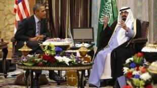 Presidente americano desembarcou em Riad nesta sexta (28).