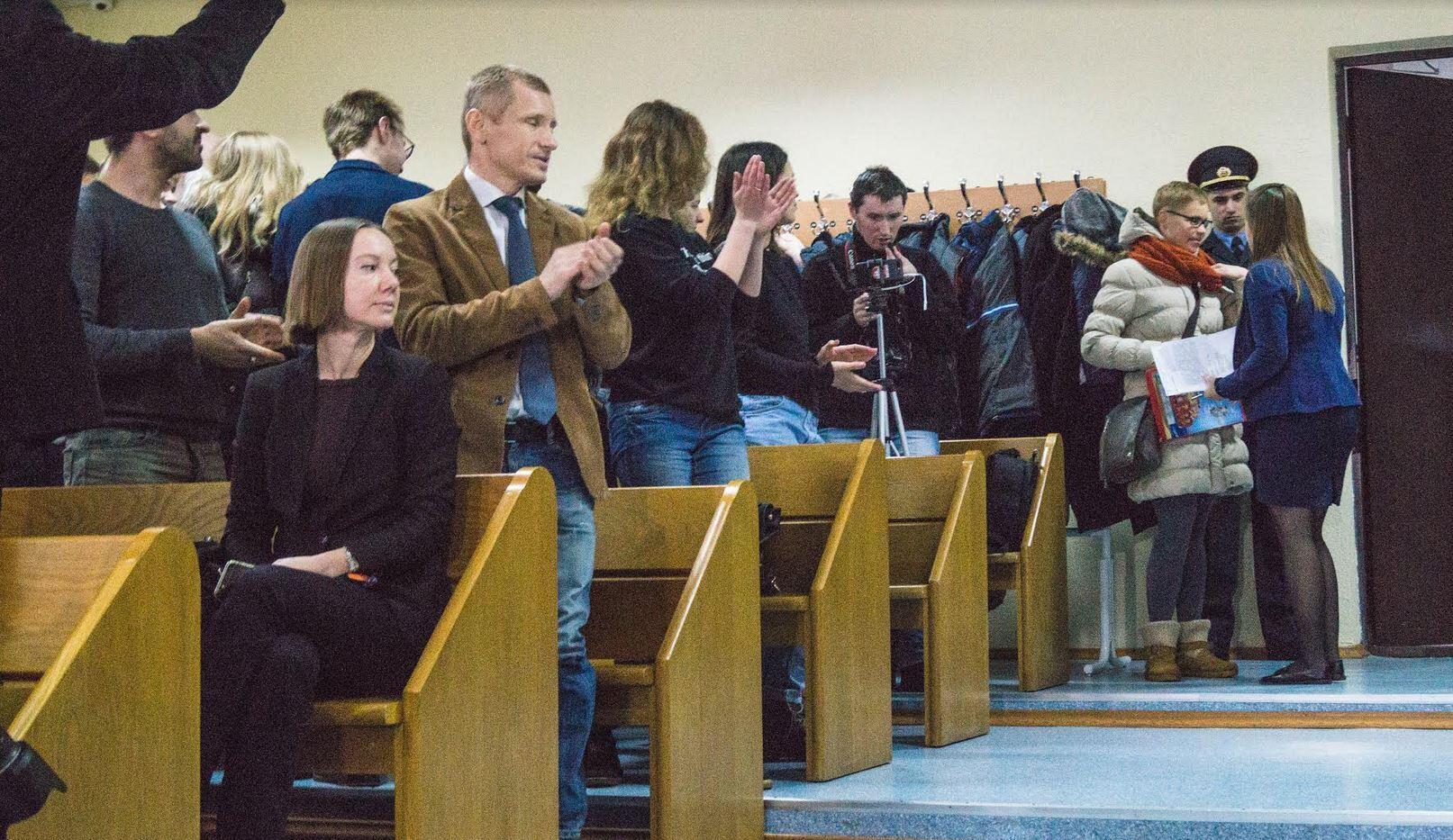 Марину Золотову встретили в суде аплодисментами