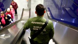 Un réfugié syrien arpente les couloirs du métro de Vienne, en september 2017.