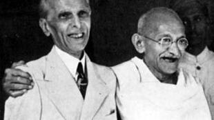 លោកមហាត្មះគន្ធី (ស្តាំ) មេដឹកនាំចលនាទាមទារឯករាជ្យឥណ្ឌា និងលោក Muhammad Ali Jinnah មេដឹកនាំចលនាទាមទារឯករាជ្យប៉ាគីស្ថាន
