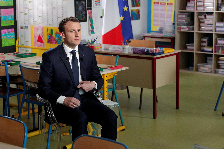 امانوئل ماکرون، رئیس جمهوری فرانسه، در گفتگو با شبکۀ اول تلویزیون این کشور که در یکی از کلاسهای یک مدرسۀ ابتدائی در روستائی واقع در نورماندی صورت گرفت – ١٢ آوریل ٢٠١٨/ ٢٣ فروردین ١٣٩٧