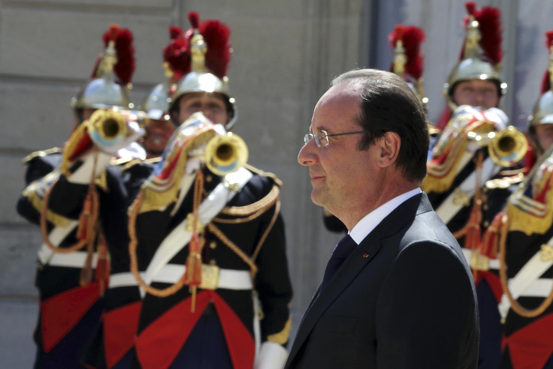 À l'occasion du deuxième anniversaire de son mandat, le président François Hollande proclame aux Français que son mandat est entré dans une deuxième phase, celle de la redistribution rendue possible par ce retournement attendu de l'économie.