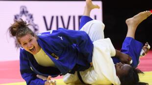 Madeleine Malonga (en blanc) battue par l'Allemande Anna Maria Wagner en finale des Championnats du monde de Budapest dans la catégorie des -78 kg, le 11 juin 2021