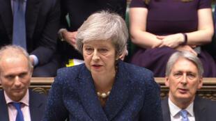 Theresa May garde la confiance des Tories avec 200 voix pour et 117 contre. Un sursis pour amener les négociations du Brexit jusqu'au bout.