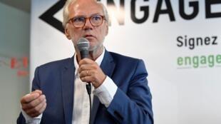 Laurent Joffrin, l'ancien directeur de Libération, a lancé le lundi 20 juillet, une nouvelle initiative politique baptisée «Engageons-nous» avec à ses côtés 150 signataires.