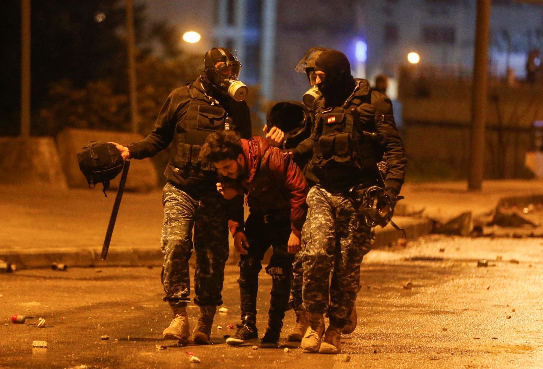 Des dizaines de personnes ont été blessées samedi soir (18 janvier 2020) à Beyrouth, lors d'affrontements avec des manifestants, non loin du Parlement libanais.
