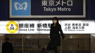 Станции метро Токио опустели.