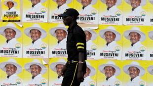 De nombreuses ONG avaient écrit au président Museveni, candidat à sa réélection, pour demander que l'accès à internet soit préservé avant, pendant et après les scrutins.