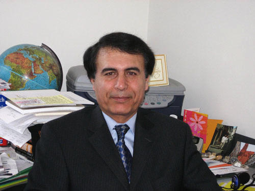 هوشنگ حسن یاری استاد دانشگاه در کانادا و کارشناس مسائل خاورمیانه