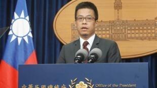 台湾总统府发言人黄重谚资料图片