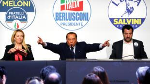 Silvio Berlusconi, da Força Itália, Giorgia Meloni, dos Irmãos de Itália, à esquerda, e Matteo Salvani,da Liga de extrema-direita.