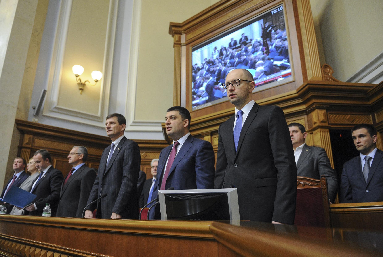 O novo Parlamento ucraniano se reuniu pela primeira vez nesta quinta-feira (27), em Kiev.