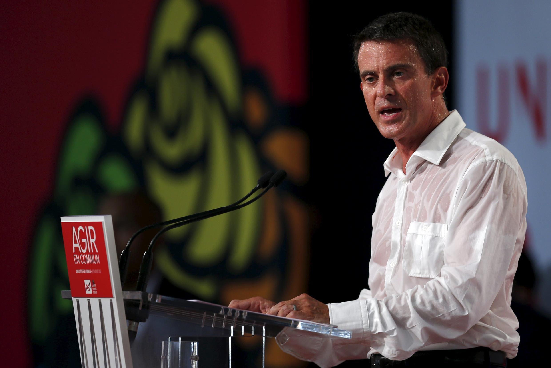 """O premiê francês, Manuel Valls, defendeu a concessão de asilo para os migrantes """"com direitos"""" durante encontro do Partido Socialista neste domingo (30) em La Rochelle."""