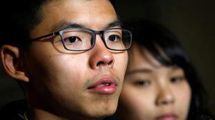 Lãnh tụ sinh viên Hoàng Chi Phong (Joshua Wong) và Chu Đình (Agnes Chow), đảng Demosisto sau khi được tòa án Hồng Kông tha bổng ngày 23/01/2018.