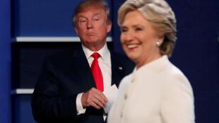 Não houve aperto de mãos entre Hillary Clinton e Donald Trump.