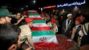 Jeneza la Qassem Soleimani liliwasili nchini Iran jana Jumapili huko Ahvaz ambapo lilipokelewa na umati mkubwa wa watu.