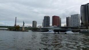 Солнечный катамаран Race For Water прибыл в Париж по случаю СОР 21.