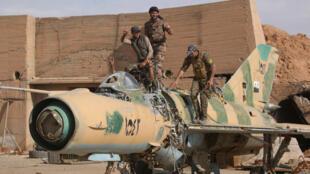 18 солдат сирийских оппозиционных сил погибли в результате ошибочного удара коалиции вблизи города Табка.