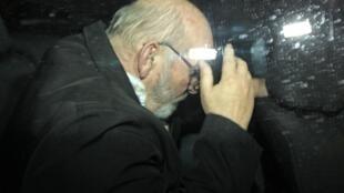 Ông Jean-Claude Mas, người sáng lập công ty PIP rời tòa án Marseille ngày 26/01/2012.