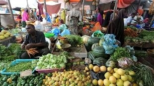 Somali traders sell vegetables at a market as Muslims prepare for the fasting month of Ramadan, the holiest month in the Islamic calendar in Somalia's capital Mogadishu, June 17, 2015.