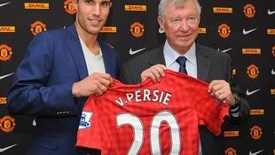 Robin Van Persie wakati aliposaini kuichezea Man United akitokea Arsenal