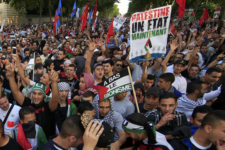 Manifestação autorizada do Coletivo Nacional pela Paz Justa e Durável entre Israelenses e Palestinos, realizada na última quarta-feira (23), em Paris.