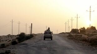 Un véhicule militaire égyptien dans le nord du Sinaï, en mai 2015.