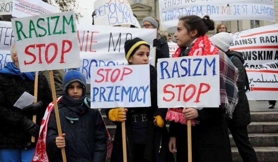 Акция польских мусульман против терроризма и в знак солидарности с Францией