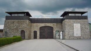 Porte d'entrée du camp de concentration de Mauthausen en Autriche.