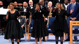 Các ca sĩ thể hiện lại các bài hát của Aretha Franklin trong tang lễ của bà tại nhà thờ Greater Grace Temple, Detroit, ngày 31/08/2018.