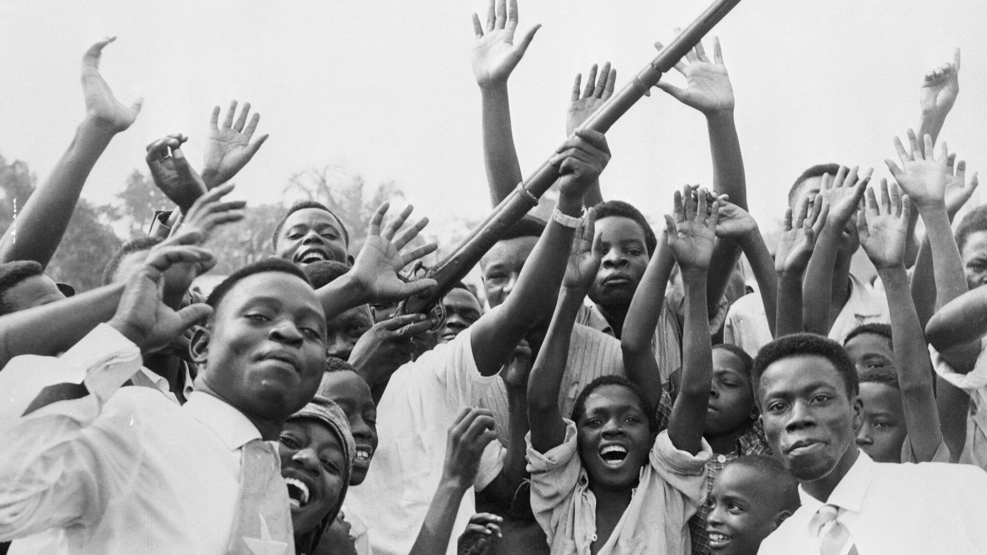 Des enfants congolais célébrant l'indépendance du pays, au lendemain de la proclamation du 30 juin 1960.