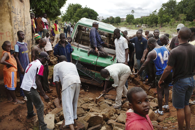 A public transport van is stuck in floodwaters in Bamako, 29 August, 2013