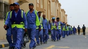 Des travailleurs immigrés sur un site de construction à Doha, au Qatar, le 4 mai 2015.