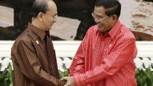 Myanmar's President Thein Sein (L) and Cambodia's Prime Minister Hun Sen during the ASEAN Summit 2012