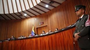 A presidente do TSJ anuncia decisão favorável ao adiamento da posse de Hugo Chávez