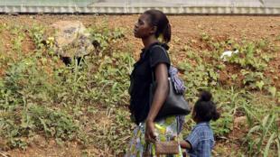 PHOTO Gabon Femme et petite fille - 27 janvier 2012