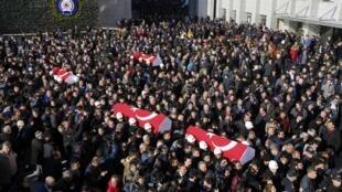 Funerais de dois dos polícias mortos no duplo atentado de Istambul de 10 de dezembro que fez 38 mortos