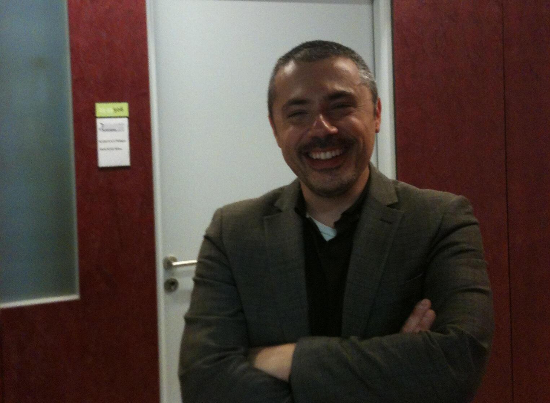 O professor Philippe Karoyan, do laboratório de Biomoléculas da Sorbonne, em Paris.