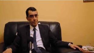 Le général Benhadid en interview pour la webradio du site internet algérien Maghreb Emergent.