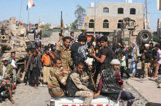 Pro-Hadi fighters in Taiz, November 2015