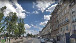 Quai Voltaire, em Paris, onde aconteceu o acidente.