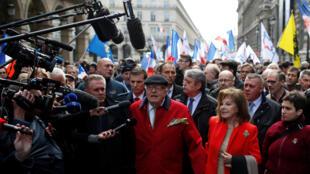 ژان-ماری لوپن، بنیانگذار و رییس افتخاری حزب راست افراطی جبهۀ ملی فرانسه، در مراسم اول ماه مه این حزب در پاریس.