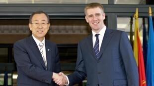 Le secrétaire général des Nations unies Ban Ki-Moon et le Premier ministre du Monténégro Igor Luksic, ce lundi 23 juillet 2012.